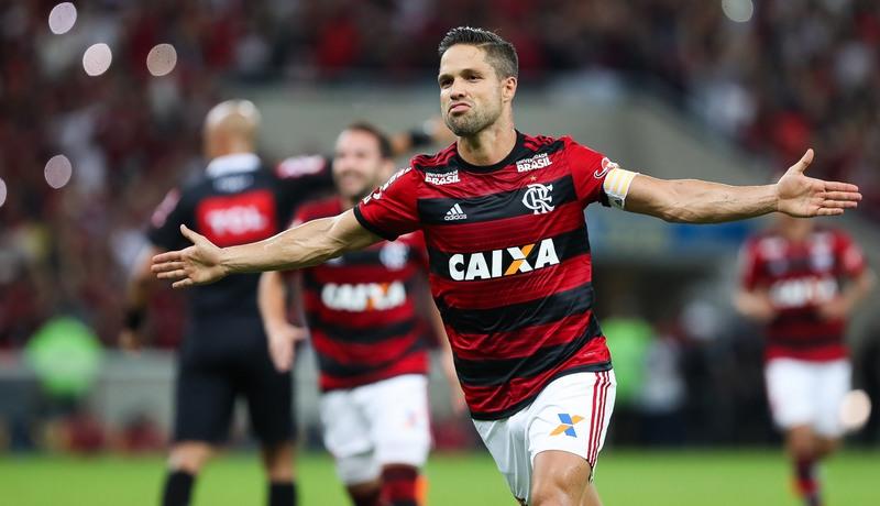 Diego marcou um dos gols da vitória do Flamengo sobre o Paraná. Rubro-Negro ampliou vantagem na liderança (Foto: Gilvan de Souza/Flamengo)