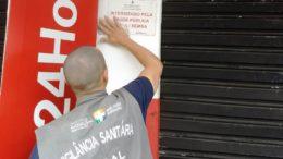 Vigilância Sanitária nterditou a farmácia Sempre Bela Cosméticos, que funcionava irregularmente no bairro Jorge Teixeira (Foto: Andréa Arruda/Visa)