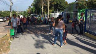 Trabalhadores buscam emprego com retorno da Gradiente a Manaus