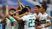 Jogadores do México festejam gol na vitória sobre a Coreia do Sul que aproximou time da classificação (Foto: Fifa/Divulgação)