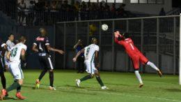 Manaus FC (de verde) superou o Santos, do Amapá, e avançou na Série D do Brasileirão (Foto: Mauro Neto/Sejel)