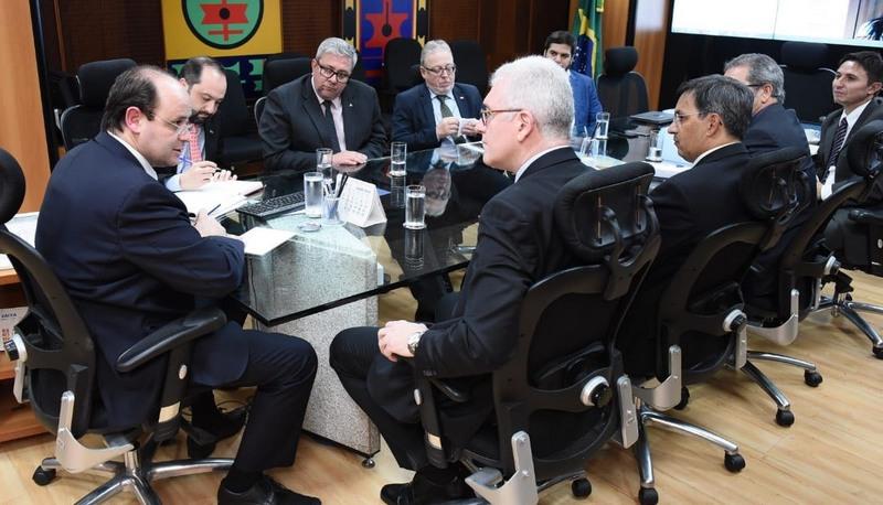 Ministro Rossieli Soares anunciou liberação de verba em reunião com dirigentes de universidades (Fotos: Luís Fortes/MEC)