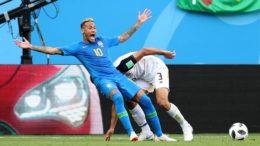 Neymar simulou pênalti, marco e depois anulado pelo árbitro ao consultar vídeo (Foto: Fifa/Divulgação)