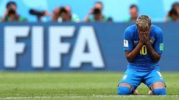 Neymar chora após chamar atenção por pênalti simulado, quedas constantes e gol decisivo no final (Foto: Fifa/Divulgação)