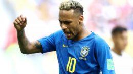 Neymar vibra com gol: protagonismo na Seleção Brasileira com lances polêmicos (Foto: Fifa/Divulgação)