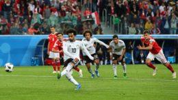 Salah marcou de pênalti o único gol do Egito, que está praticamente eliminado da Copa (Foto: Fifa/Divulgação)