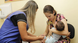 Vacinação em Manaus prossegue nesta segunda para crianças e adultos
