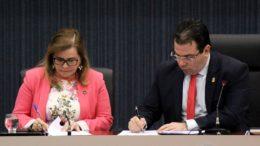 Yara Lins e Wilker Barreto assinam termo de cooperação formaliza a auditoria do TCE no canteiro de obras da CMM (Foto: Robervaldo Rocha)