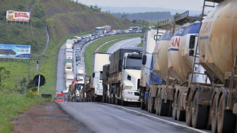 Empresas alegam inconstitucionalidade da medida que institui a política de preços do transporte rodoviário de cargas (Foto: Agência Brasil)