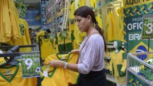 Mais da metade dos brasileiros não quer saber de Copa, diz Datafolha