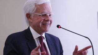 Governo vai mudar divisão de recursos para exploração mineral, diz Moreira Franco