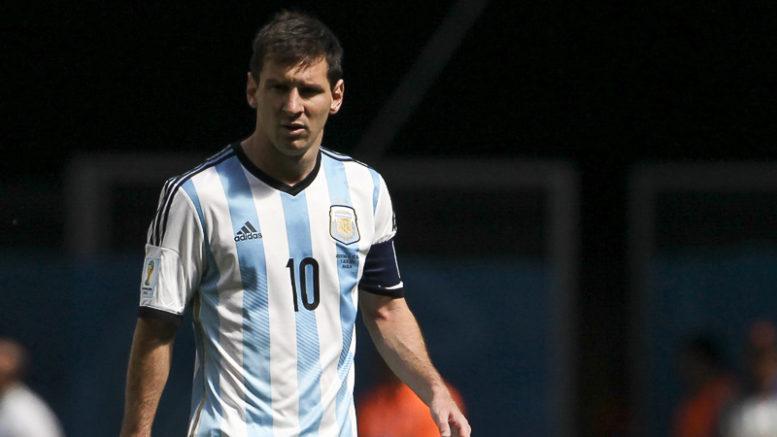 Lionel Messi perdeu um pênalti e Argentina empatou com a Islândia por 1 a 1 (Foto: André Borges /Comcopa)