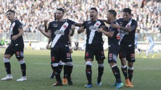 Com um jogador a menos, Vasco supera pressão do Grêmio e vence em casa