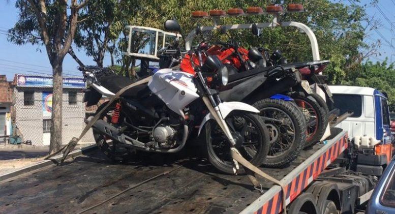 Motocicletas foram apreendidas durante operação na manhã desta quinta-feira na zona leste de Manaus (Foto: Patrick Motta)