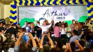 Evento de 40 anos de vida pública de Arthur ficou só nas homenagens