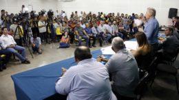Prefeito Arthur Neto anunciou reforço no combate ao transporte clandestino em Manaus (Foto: Mário Oliveira/Semcom)