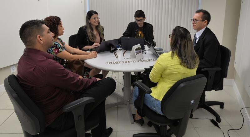 Representantes da Microsoft e advogados de trabalhadores negociaram acordo para encerrar processos (Foto: TRT11)