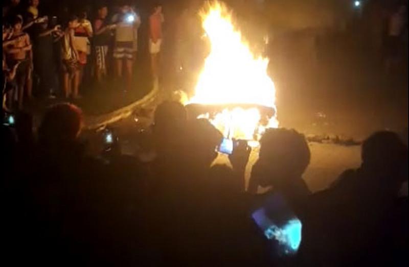 Corpo de suspeito de estupro e assassinato foi queimado na rua em Borba (Foto: Reprodução)