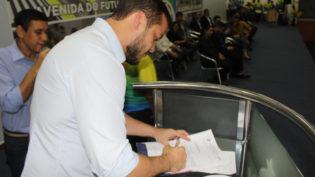 Professores terão plano de cargos e salários em Coari e R$ 1 milhão do Fundeb