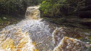 Encontrado corpo de turista que caiu em cachoeira de Presidente Figueiredo