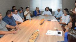 Senadora Vanessa Grazziotin se reuniu com prefeito Adail Filho, vereadores e secretários em Coari (Foto: PMC/Divulgação)