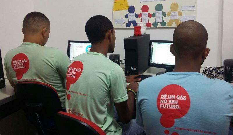 Qualificação em tecnologia da informação é um dos cursos oferecidos pelo Coletivo Jovem (Foto: Coca-Cola/Divulgação)