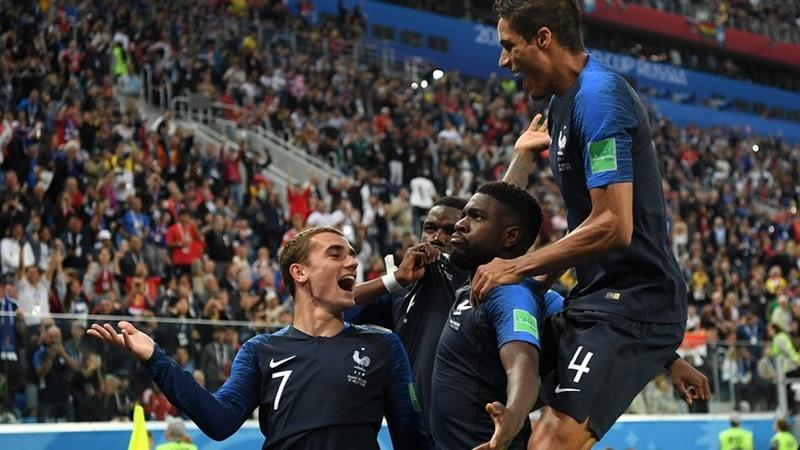 Jogadores comemoram gol de Umtiti que garantiu vitória e classificação á final (Foto: Fifa/Divulgação)
