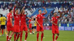 Jogadores ingleses dançam para festejar classificação à semifinal da Copa (Foto: Fifa/Divulgação)