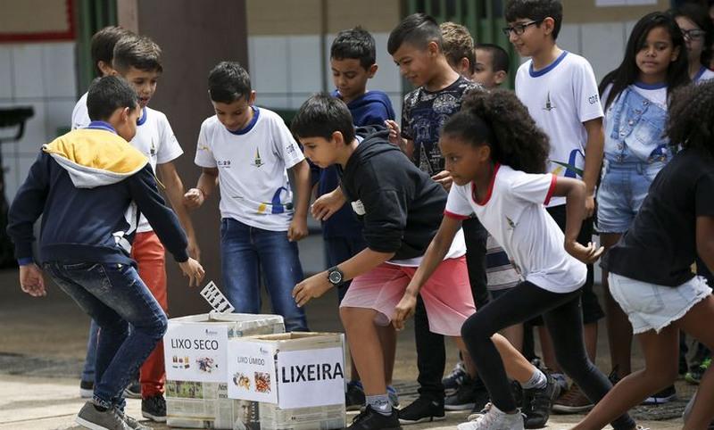 Escolas públicas têm maior número de alunos com idade acima da série em que está matriculado (Foto: Marcelo Camargo/Ar)