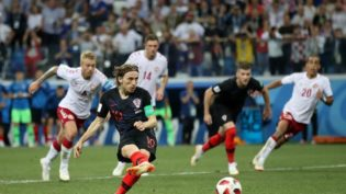 Croácia vence Dinamarca nos pênaltis e pegará a Rússia nas quartas