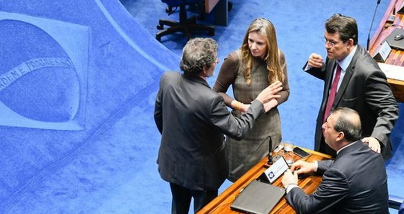 Senadores Eduardo Braga, Omar Aziz e Vanessa Grazziotin articulam votação de decreto legislativo (Foto: Ag. Senado)