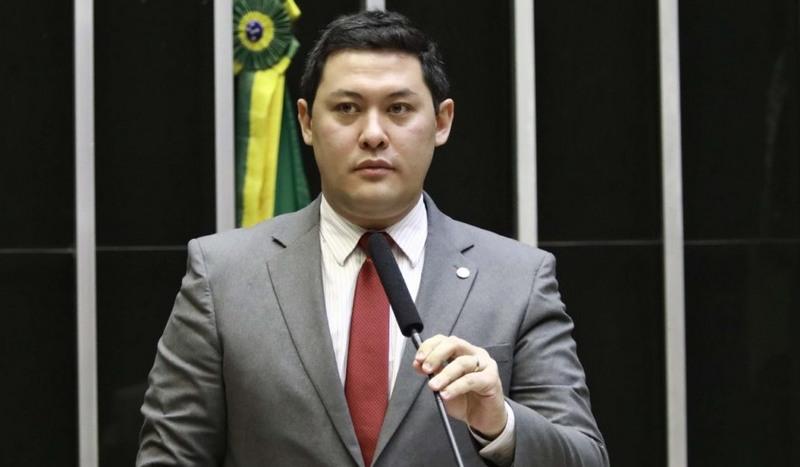 Ministro Helton Yomura foi afastado do cargo por decisão do STF (Foto: Nelson Souza/PTB/Divulgação)