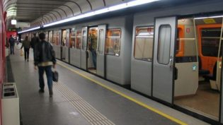 Metrô de Viena distribui desodorantes para amenizar efeito do calor