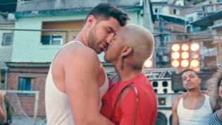 Nego do Borel é criticado por beijar homem em novo clipe