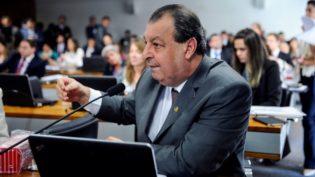 'Não tratamos sobre vice, ainda', diz Omar após apoio do PSDB