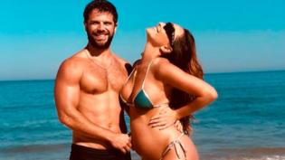 Sabrina Sato aproveita praia e exibe barriga da gravidez de cinco meses