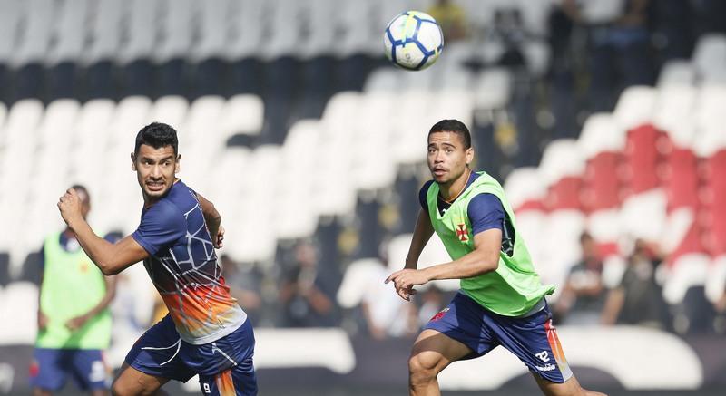 Yago Pikachu em treino do Vasco. Time precisa vencer por 4 gols de diferença para se classificar (Foto: Paulo Fernandes/Vasco)