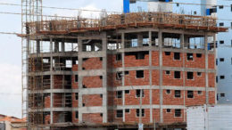 Empresas de construção civil, medicamentos, máquinas e equipamentos serão beneficiadas com acordo (Foto: Antônio Cruz/Agência Brasil)