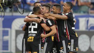 São Paulo vence 'freguês' Cruzeiro e segue na cola do Flamengo