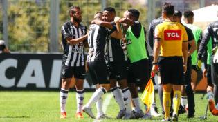 Atlético-MG vence o Santos por 3 a 1 e está no G4 do Brasileirão