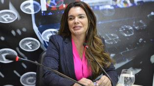 Amazonas perde representante feminina no Congresso e ganha na ALE