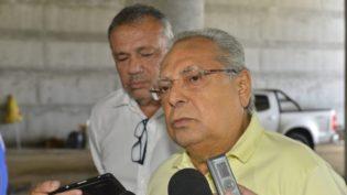 Amazonino anuncia que vai asfaltar Manaus e faz convite a Marcos Rotta