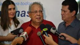 Amazonino elogiou Rebecca Garcia, sob olhar de Alfredo Nascimento. Rebecca revelou ter aderido à aliança com o governador com base em pesquisa (Foto: PP/Divulgação)