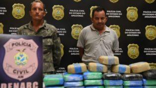 Zeus descobre drogas no valor de R$ 620 mil em balsa com botijas de gás