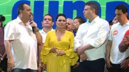 Omar Aziz com a mulher, Nejmi, e o candidato a vice Arthur Bisneto: segurança como tema de campanha (Foto: Patrick Motta/ATUAL)