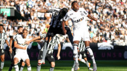 Atlético Mineiro (de bbranco) levou a melhor sore o Botafogo e se manteve próximo dos quatro primeiros do Brasileirão (Foto: Bruno Cantini-Atlético-MG)