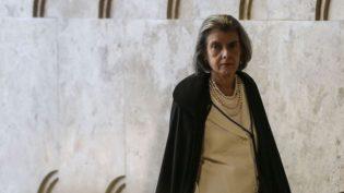 Cármen Lúcia afirma ser inaceitável descumprimento de ordens judiciais