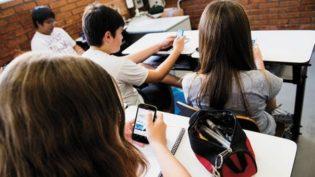 Professores aderem cada vez mais ao celular como item de ensino, mostra estudo