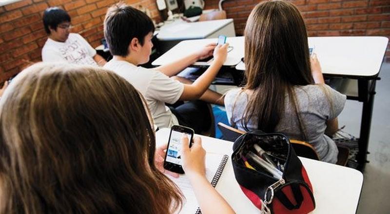 Uso do celular como item de ensino cresceu no Brasil em três anos, mostra pesquisa (Foto: Revide.com/Divulgação)