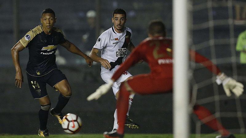 Vasco dominou o jogo com a LDU, mas acertou o gol somente uma vez e foi desclassificado (Foto: Paulo Fernandes/Vasco.com)